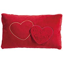 Cojín rectangular rojo con corazones