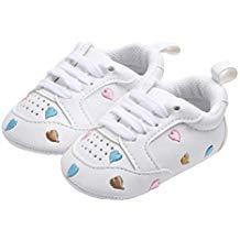 Zapatos bebé blancos con corazones de colores