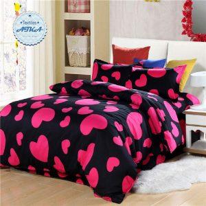 Juego de cama negro y rosa con corazones